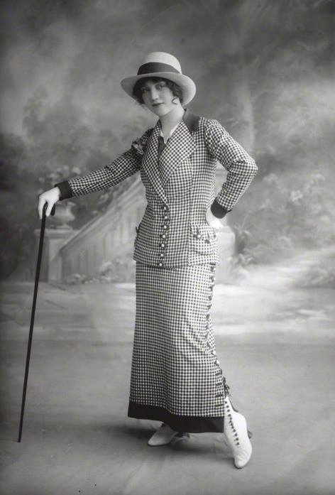 Dorothy Minto, photographed in 1912 by Bassino