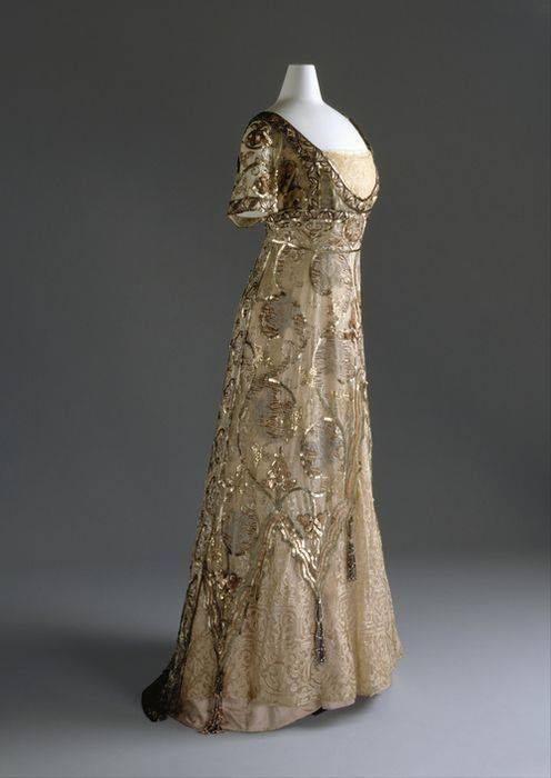 Here is an image of another of Callot Soeurs gown. (Source unknown)